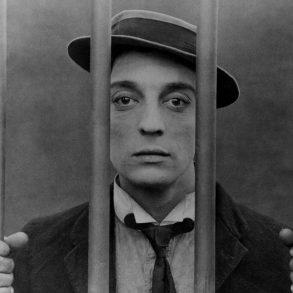 Buster Keaton bakom galler